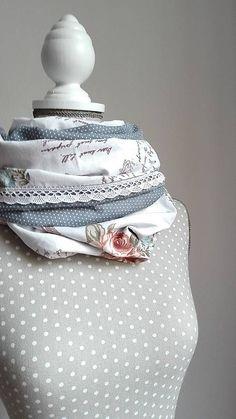 LuJo / Tunelový nákrčník oceľovomodrý -Vintage ruža, bodka a biela krajka
