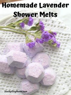 Homemade Lavender Shower Melts are the perfect gift for everyone on your list. Package these up and gift them to teachers, friends, co-workers. The sky is the limit. Lavender Crafts, Lavender Sachets, Lavender Ideas, Lavender Recipes, Shower Steamers, Diy Lip Balm, Bath Melts, Diy Shower, Homemade Christmas Gifts