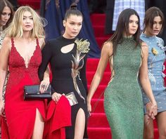 Models Gigi Hadid, Bella Hadid, Kendall Jenner and Hailey Baldwin at the 2015 Met Gala in New York City. Kendall Jenner Instagram, Kendall Jenner Outfits, Kendall Jenner Gigi Hadid, Kylie, Bella Hadid, Hailey Baldwin, Fashion Models, Girl Fashion, Fashion Show