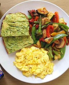Quick Healthy Breakfast Ideas for Your Busy Morning - Low Carb Meals - Gesundes Essen Quick Healthy Breakfast, Healthy Meal Prep, Healthy Snacks, Healthy Eating, Healthy Breakfasts, Healthy Brunch, Healthy Easy Food, Balanced Breakfast, Healty Meals