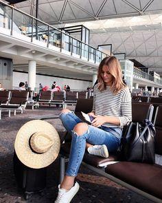 Cuando vamos a realizar un viaje es importante utilizar ropa estratégica y cómoda por ejemplo utilizar zapatos muy cómodos como champione...