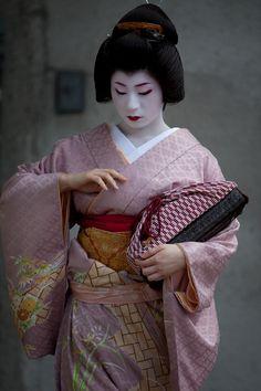 顔見世総見#4 : Now and Here // On Kaomise Soken day : Geiko Tomoyuki-san from Pontocho