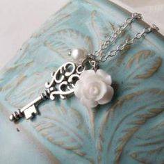 Vintage key necklace - Bridesmaid necklace