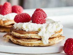 Diese Skyr-Pancakes schmecken lecker und helfen sogar beim Abnehmen A Food, Food And Drink, Low Carb, Healthy Recipes, Yummy Recipes, Healthy Food, Yummy Food, Snacks, Meals