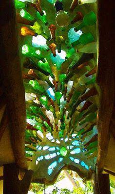 Backyard DIY Projects: Glass Bottles – bunglo home decor Bottle House, Bottle Wall, Earthship Home, Bottle Trees, Tadelakt, Natural Homes, Natural Building, Recycled Glass, Bottle Crafts