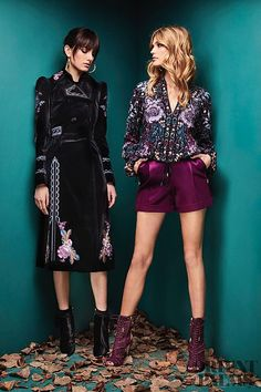 That clouse and shorts outfit😍🌻🌷 The complete Zuhair Murad Fall 2018 Ready-to-Wear fashion show now on Vogue Runway. Fashion Week Paris, Fashion 2018, Runway Fashion, Boho Fashion, Autumn Fashion, Fashion Dresses, Fashion Design, Fashion Trends, Trendy Dresses