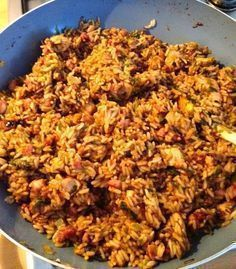indonesische nasi Variatie Eduard: Uitje-ei-spekjes samen roerbakken, rijst koken, door het prutje prei toevoegen, op smaak brengen met ketjap en evt sambal.