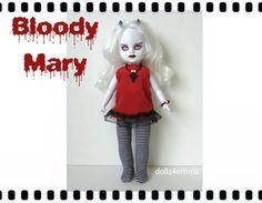 Levende dode Doll aangepaste Goth mode en sieraden - rode jurk en gestreepte maillots + Cross ketting en armband - door dolls4emma