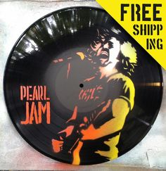 Spray paint vinyl records /clock /handmade by CallejerosStreetArt