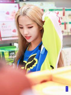 Kpop Girl Groups, Korean Girl Groups, Kpop Girls, Akali League Of Legends, Soo Jin, Extended Play, Cube Entertainment, Just Girl Things, Soyeon