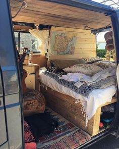 Camping: A Fun Time In Nature. How long has it been since you went camping? Camping provides a great opportunity to relax, enjoy nature, and reflect on your life. Volkswagen Bus Interior, Campervan Interior, Camper Life, Rv Life, Diy Camper, Vw Camper Vans, Happier Camper, Minivan, Camping Con Glamour