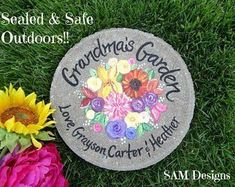 Personalized garden stones for mom and grandmas - Perfect for Mothers Day! Painted Stepping Stones, Painted Rocks, Grandmother Gifts, Grandmothers, Grandmother's Day, Wedding Gifts For Parents, Gift Wedding, Wedding Ideas, Nana Gifts
