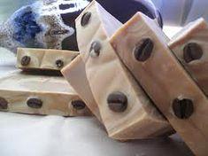 Consejos de elaboración del Jabón casero de Café con Leche. Este jabón ayuda a eliminar la celullitis, es hidratante y adecuado para pieles sensibles.