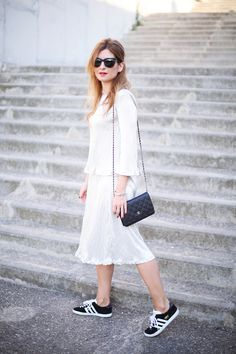 A TRENDY LIFE. Two pieces: top and midi skirt+black sneakers+shoulder bag. Summer outfit 2016