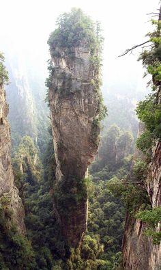 Dünya'yı gezmek mi istiyorsunuz! Görmeniz gereken doğa harikası ve orjinallik içeren bu ülkelere gitmelisiniz. En güzel manzaralar bizlere sunuluyor. Doğa ve içinde bulunan yapılar birbirini tamamlıyor eşsiz görüntüler ortaya çıkartıyor. Profesyonel çekimlerle ülkelerin birbirinden güzel, egzotik, doğal, yerleşimlerini görebiliriz. Planlarınızda gezinti varsa mantıklı olanı yapın zamanınızı doğayla iç içe geçirin. İmkanınız varsa taş binaların gölgesinden kurtulmak istiyorsanız ülkeleri z...