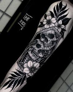 Skull Tattoos 97253 Halloween tattoos by Angelo Parente Dope Tattoos, Badass Tattoos, Leg Tattoos, Body Art Tattoos, Tattoos For Guys, Mens Forearm Tattoos, Small Tattoos, Skull Thigh Tattoos, Best Couple Tattoos