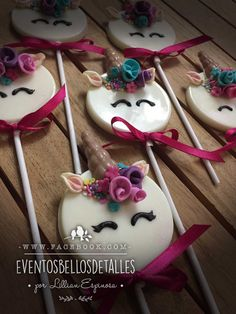 Paletas de chocolate decoradas de unicornio.  Unicorn chocolate pops Unicorn party .  http://www.facebook.com/eventosbellosdetalles