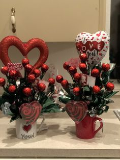 Valentine's Day gift ideas PinWire: Valentine's Day arrangement with Ferrero Roche chocolate in a cup … 24 minutes ago – … Valentines Day Baskets, Valentines Gifts For Boyfriend, Valentines Day Decorations, Valentine Day Crafts, Boyfriend Gifts, Boyfriend Girlfriend, Bouquet St Valentin, Valentine Bouquet, Valentines Flowers
