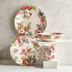 Our Waterbury Leaves Dinnerware with its bright, yet muted watercolor palette will lend a subtle, relaxed elegance to your table. Crafted of ironstone, the pieces are durable enough for everyday use as well as for entertaining. Unique Home Decor, Home Decor Items, Flower Background Wallpaper, Fall Dishes, Fall Table, Dinnerware Sets, Table Linens, Decorative Plates, Sweet Home