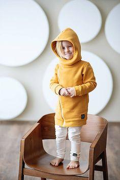 Vel. 110Cross mikina winter je hrejivá ňuňu mikina, ktorá v sebe spája jednoducho všetko. Nákrčník s kapucňou, ktoré ochránia pred chladom, predĺžený strih zabezpečí chrbátik v dokonalom teplúčku a... Baby, Baby Humor, Infant, Babies, Babys