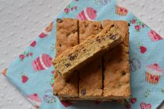 Sur Instagram j'ai vu ces bons cookies sticks. Je trouve très sympa de faire une grande plaque puis de les couper en barres. Je ne les ai jamais mangé au Mac Do mais comme c'est du fait maison, ce n'est que bon. La recette originale est ici chez La popote...