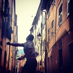 """This is called """"baletta"""". It's like #handball but is played on the ancient roads with a smaller ball (to reduce damage to windows, roofs...) Taken in #Borgomaro #Liguria"""