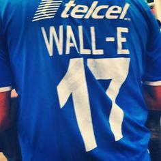 Wall-E también juega fútbol.