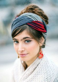 These 7 Scarf Tying Ideas Will Make You Look Different Everyday- Mit diesen. These 7 Scarf Tying I Head Scarf Styles, Bandana Hairstyles, Scarf Hairstyles Short, Hair Accessories For Women, Women's Accessories, Latest Hairstyles, Diy Hairstyles, Hair Inspiration, My Hair