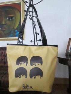 Cartera Beatles Amarillo Dimensiones: 48x36cm