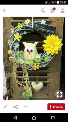 herbst in german Felt Crafts Diy, Wreath Crafts, Diy Wreath, Easter Crafts, Owl Wreaths, Easter Wreaths, Holiday Wreaths, Diy Y Manualidades, Diy Ostern