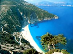 ahh my beautiful Myrtos :) a beach in Kefalonia, right by my family home! i miss it!