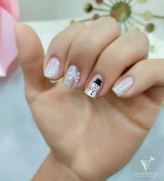 """2,677 aprecieri, 8 comentarii - Valeria Enderica Studio (@ves.ec) pe Instagram: """"Quién dijo que en uñas pequeñas no se puede lucir diseñitos navideños? Claro que si 💅 Nosotros…"""" Christmas Manicure, Nails, Instagram, Beauty, Finger Nails, Holiday Nails, Ongles, Beauty Illustration, Nail"""