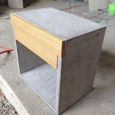 Muebles de concreto empieza en 2014 con el objetivo de experimentar con el concreto sin el objetivo como tal de hacer mobiliario.