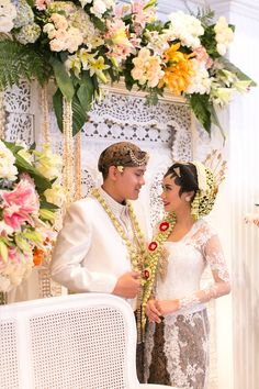 Wedding Ceremony in Javanese Tradition - Akad Nikah dengan adat Jawa #kebaya #tenun #songket #batik #kebayainspiration #inspirasikebaya #kutubaru #beskap #indonesia #wedding #engagement #peach #mint #green #flowers #decoration #rustic #seserahan #tradisi #jawa #akad #paes #soloputri