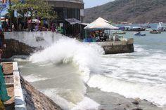 NUEVO EVENTO DE MAR DE FONDO AFECTA A PLAYAS DE ACAPULCO!!!  Acapulco de Juárez Guerrero, a 9 de septiembre de 2016.- Un nuevo evento de mar de fondo podría afectar las playas de Acapulco, así lo informó el director de Protección Civil del Municipio, Carlos Amezcua Avalos, quien dijo que se recibió un alertamiento protocolario por parte de la...