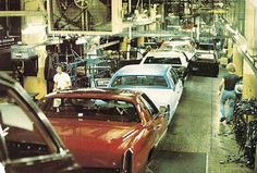 1978 Cadillac assembly line. Check out the red Eldorado without a vinyl roof. Could this car be destined to go to ASC for a Biarritz package? The White Fleetwood Brougham already has its blue vinyl top. General Motors, Detroit, Michigan, Donk Cars, Assembly Line, Chevy Muscle Cars, Cadillac Fleetwood, Cadillac Eldorado, Autos