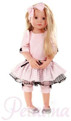 Gotz Classic Kidz Luisa. This multi jointed doll is a real beauty. Such a pretty face, beautifully designed and made outfit and all those joints for posing. Gorgeous.