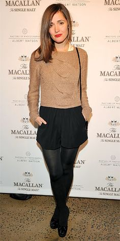 Gallery of photos showing Rose Byrne styles. Rose Byrne dress sense, clothes, accessories and hairstyles. Rose Byrne Style, Casual Outfits, Fashion Outfits, Black Tights, Opaque Tights, Black Shorts, Casual Hairstyles, Latest Outfits, Wearing Black