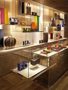 Louis Vuitton Paris Store by Peter Marino Boutique Louis Vuitton, Louis Vuitton Paris, Louis Vuitton Store, Fashion Shop Interior, Boutique Interior Design, Commercial Interior Design, Commercial Interiors, Vitrine Design, Paris Store