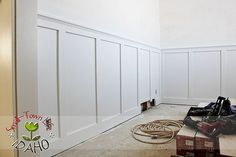 Inexpensive Board and Batten Wainscot How To @Remodelaholic
