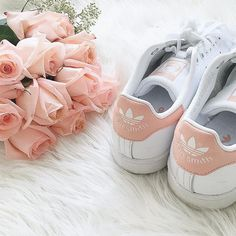 I get a lot of requests on where these peach Stan Smiths are from  I got them at the adidas store on champs elysees in Paris  not sure where else they can be found  #kerinaootd #stansmith