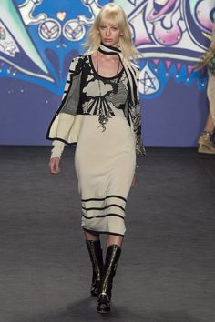 http://www.vogue.co.uk/fashion/spring-summer-2015/ready-to-wear/anna-sui/full-length-photos/gallery/1238011