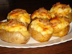 Baked potato (héjában sült, töltött krumpli) most egyszerűen Hungarian Recipes, Cheddar, Baked Potato, Bacon, Food And Drink, Appetizers, Potatoes, Ethnic Recipes, Foods