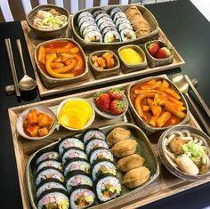 We Heart It de kendi görselleri . Think Food, I Love Food, Good Food, Yummy Food, Korean Street Food, South Korean Food, Fast Food, Food Goals, Aesthetic Food