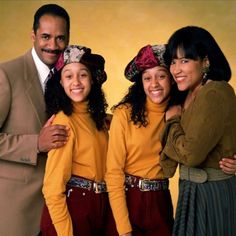 Old Tv Shows, Movies And Tv Shows, Sisters Tv Show, Tia And Tamera Mowry, 90s Inspired Outfits, Classic Tv, 90s Fashion, Favorite Tv Shows