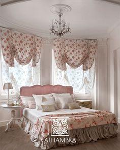 Cortinas sobre cortinas  Es frecuente encontrar cortinas tipo roller o venecianas detrás de cortinas drapeadas. Esto se usa mucho en lugares donde se quiere tapar la luz, pero tanto las cortinas venecianas, como las roller, no resultan estéticas para la habitación. La solución, entonces, resulta ser colocar cortinas drapeadas sobre las roller o las venecianas para decorar con cortinas la habitación y de alguna manera ocultar las otras.