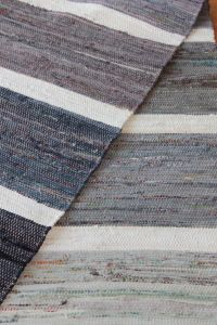 Tear, Bath Rugs, Woven Rug, Weaving, Textiles, Koti, Rug Ideas, Fabrics, Floor