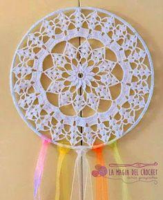 Mandala / Atrapasueños al crochet (Sweet & Soft) Crochet Dreamcatcher Pattern, Crochet Mandala Pattern, Crochet Circles, Crochet Patterns, Thread Crochet, Diy Crochet, Crochet Doilies, Crochet Flowers, Crochet Stitches