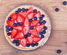 Light summer berry yogurt pie via Chocolate Covered Katie Yogurt Pie, Coconut Yogurt, Greek Yogurt, Healthy Yogurt, Plain Yogurt, Sugar Free Desserts, Healthy Dessert Recipes, Pie Recipes, Vitamix Recipes