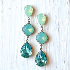 Opal Earrings Blue Green Mint Turquoise Swarovski door MASHUGANA